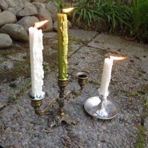 Kynttilöiden esivalutus sujui parhaiten vetoisessa ulkoilmassa.
